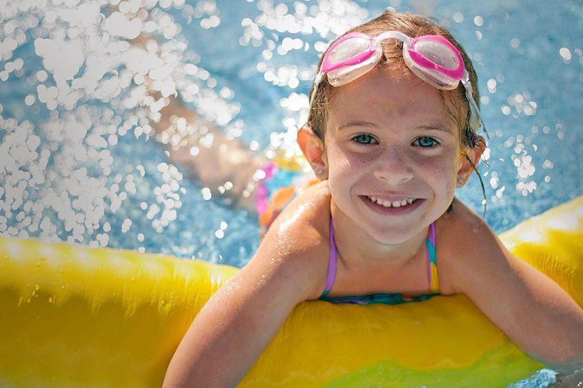 enfant dans l'eau