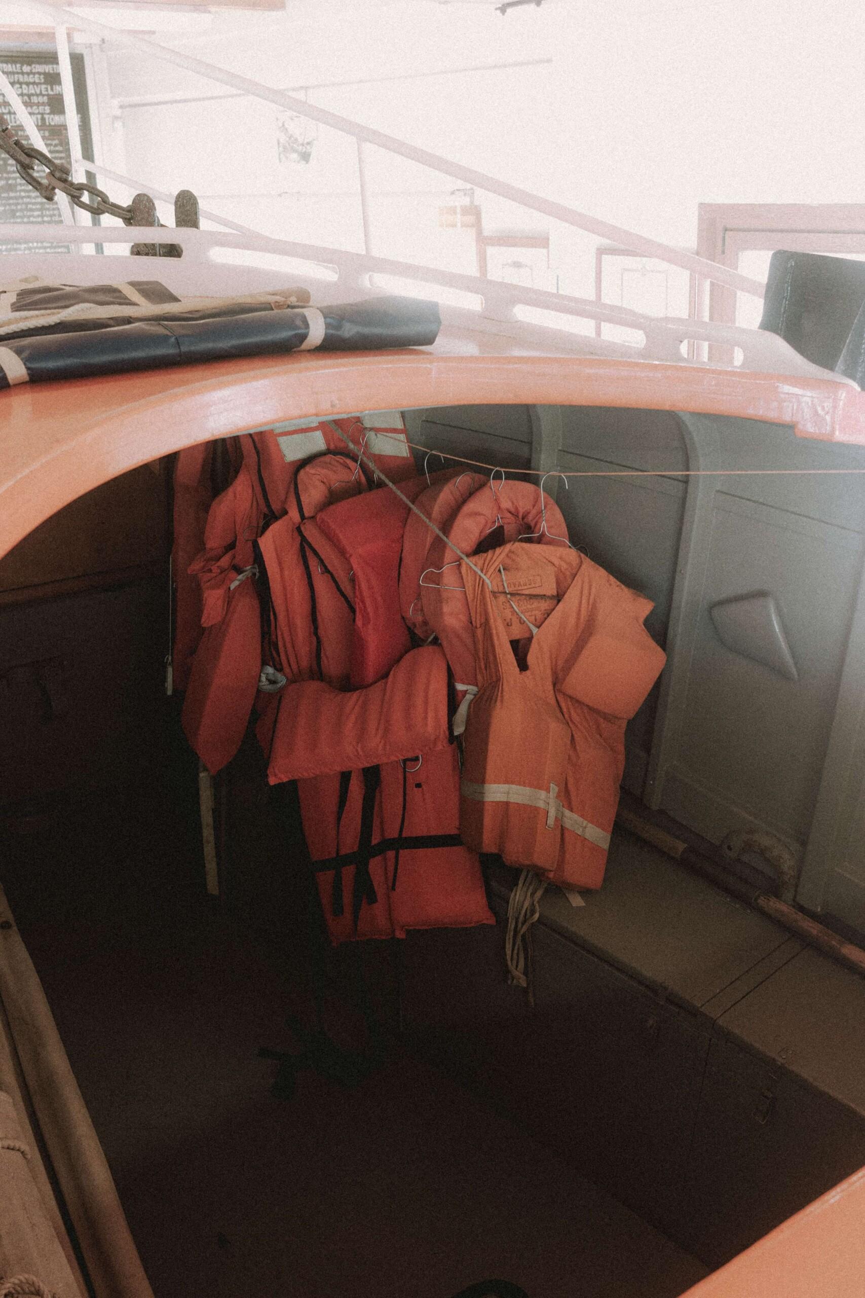 Gilets de sauvetage indispensables après avoir passé le permis bateau